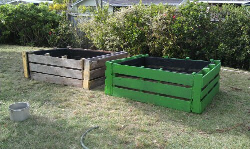 Structures grow o 39 ahu for Flower beds out of pallets
